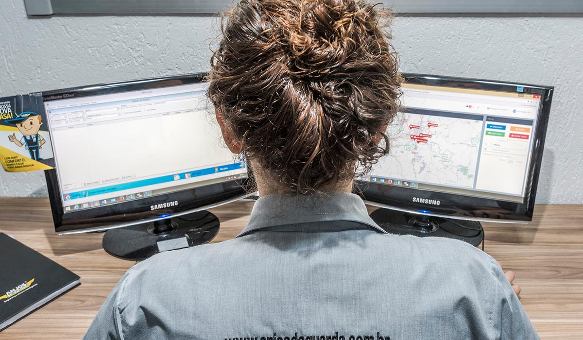 Monitoramento de veículos via satélite, em todo o território nacional, durante 24 horas por dia