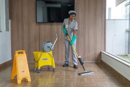 Conheça os 5 desafios da limpeza em um escritório