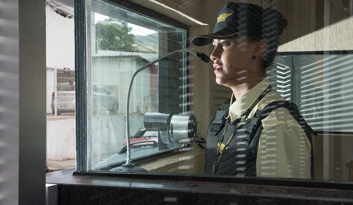 Serviços de vigilância armada ou desarmada regularmente autorizados pela Policia Federal