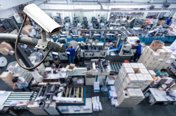 Câmeras de segurança na indústria: a importância do monitoramento por vídeo