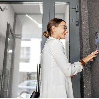 Entenda como a portaria virtual diminui a possibilidade de assaltos a condomínios